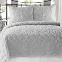 Wavy S Ruffled King Quilt Set in Light Grey