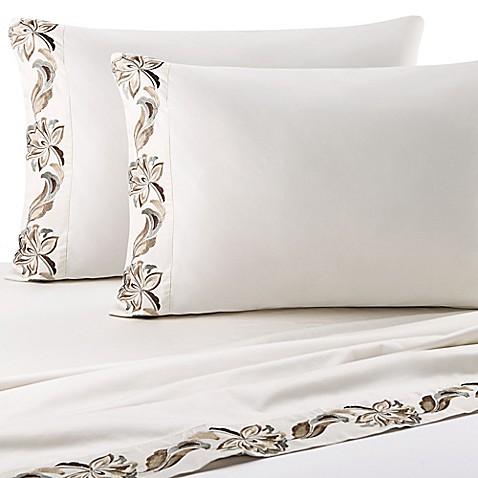 J Queen New York Alicante Aqua Sheet Set In Ivory Bed
