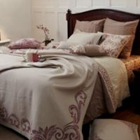Royal Insignia Queen Coverlet Set in Pink