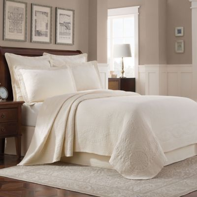 Exceptional Williamsburg Abby King Coverlet In Ivory