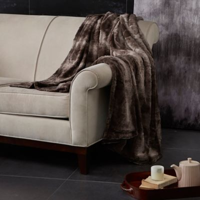 Madison Park Zuri Oversized Reversible Faux Fur Throw In Chocolate