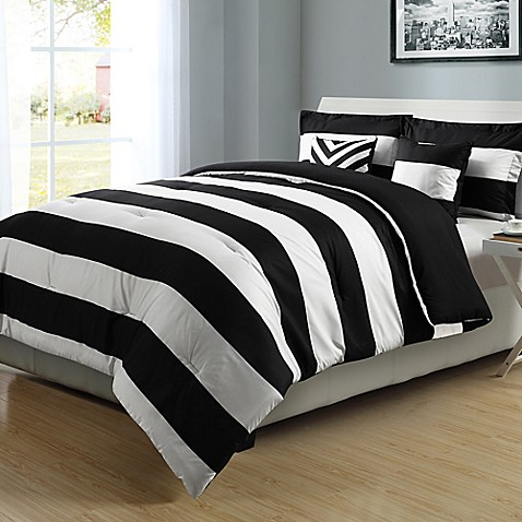 Exceptional Graphic Stripe Reversible Comforter Set In Black/White