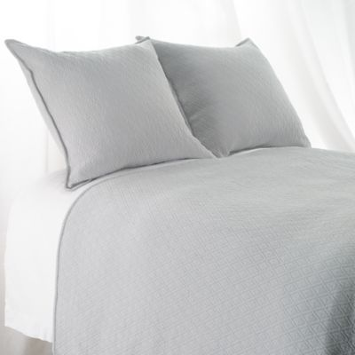 Aura Indi Diamond Matelasse Queen Coverlet In Light Grey