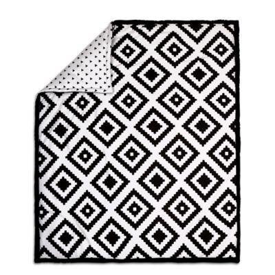 The peanut shell tile quilt in black white