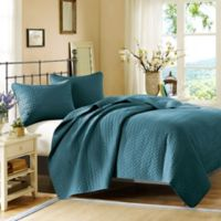 Hampton Hill Bennett Place Queen Coverlet Set in Peacock