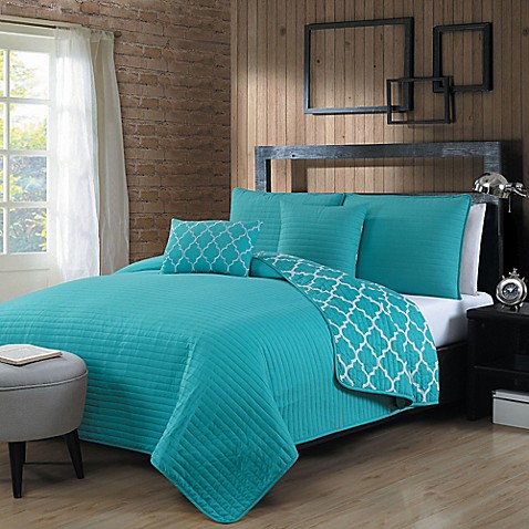 Geneva Home Fashions Griffin Quilt Set in Blue - Bed Bath & Beyond
