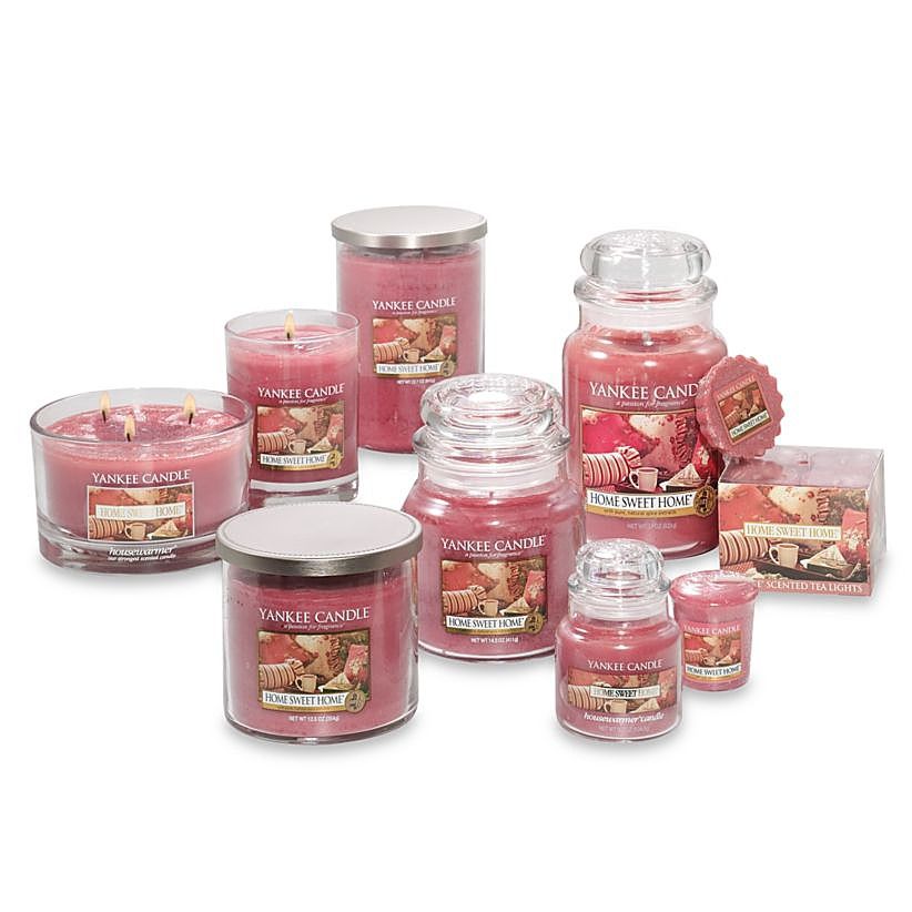 Red candles of different sizes