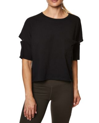 This roomy tee shirt features a relaxed, boxy silhouette. It's relaxed fit and slit details on the sleeves will give any workout a fresh edge. Tee shirt Boxy silhouette Elbow length sleeves Slash details on sleeves