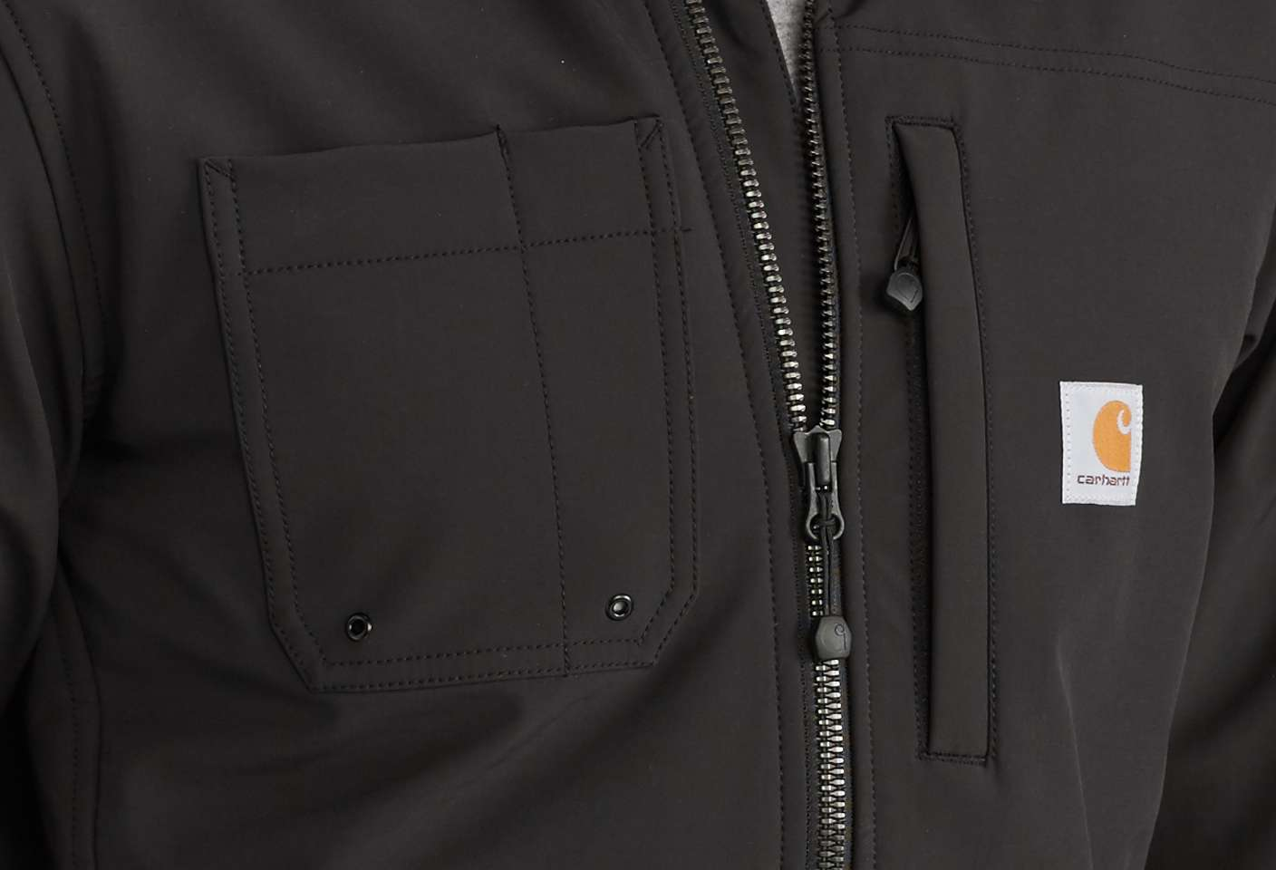 Chest pocket with pen stall keeps your pen close