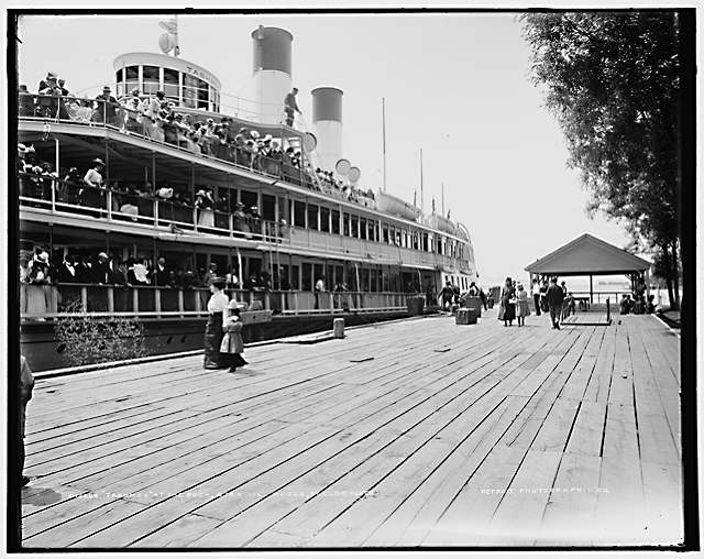 Steamer Tashmoo at dock, circa 1901 (Library of Congress, Prints & Photographs Division, Detroit Publishing Company Collection)