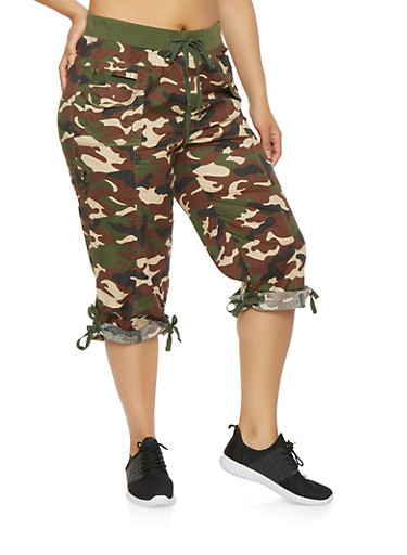 Plus Size Camo Cargo Capri Pants,OLIVE,large