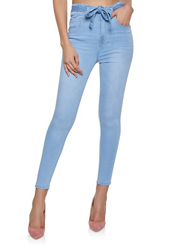 Almost Famous Belted Push Up Jeans,LIGHT WASH,large
