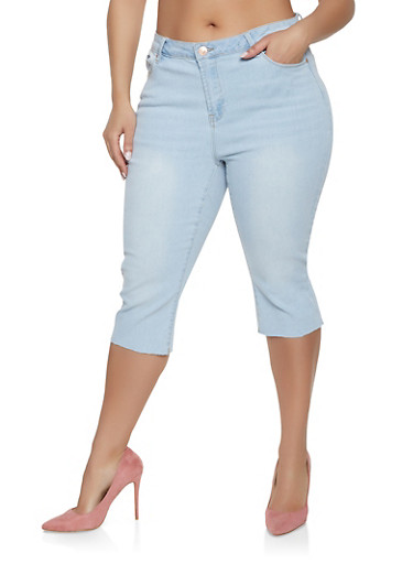 Plus Size Almost Famous Raw Hem Denim Capris,LIGHT WASH,large