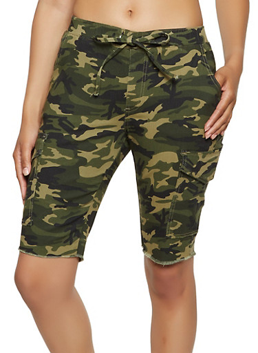 Almost Famous Frayed Camo Cargo Shorts,OLIVE,large