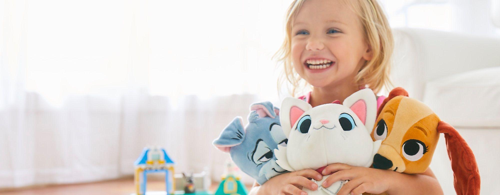 Disney Furrytale Friends Découvrez la gamme de jouets, peluches et vêtements à l'effigie de vos amis touffus, de Marie et Berlioz jusqu'à Baloo ou Lady. DÉCOUVRIR