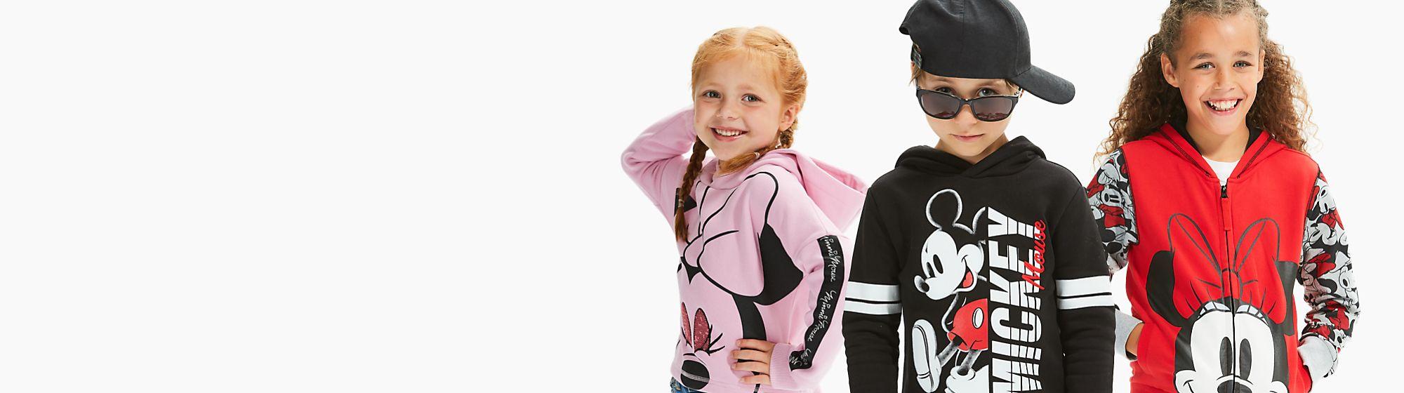 Ropa para niños Echa un vistazo a nuestra gama de ropa para niños de Disney, Star Wars y Marvel. Encuentra camisetas, chaquetas y mucho más. DESCUBRIR MÁS