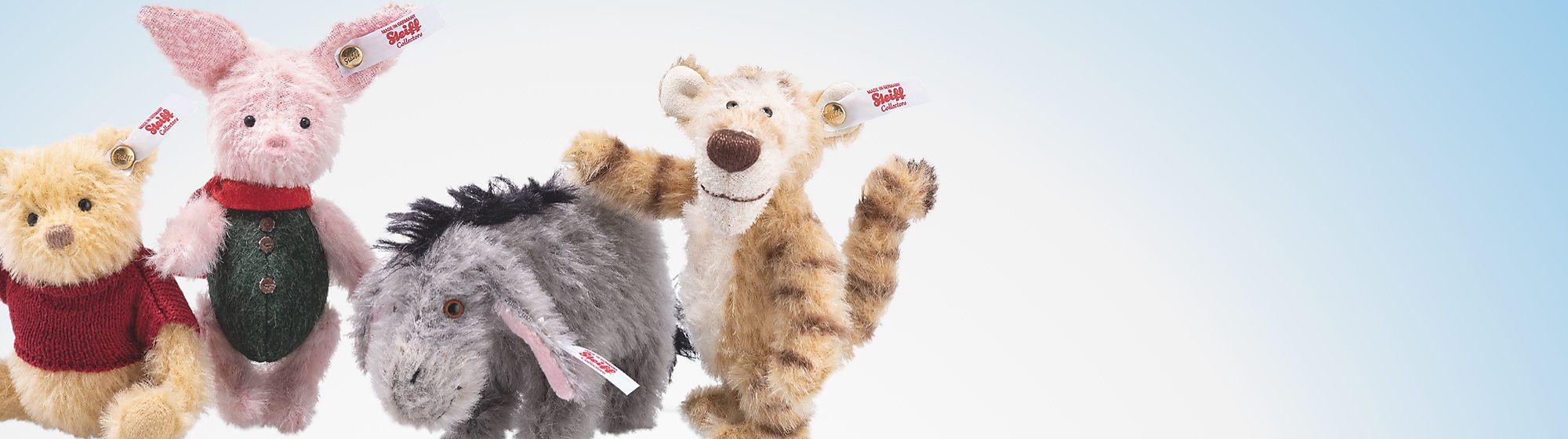 Steiff Lot de 4 peluches de collection Jean-Christophe et Winnie l'Ourson Sortie le 25 octobre | €400  2 000 exemplaires dans le monde