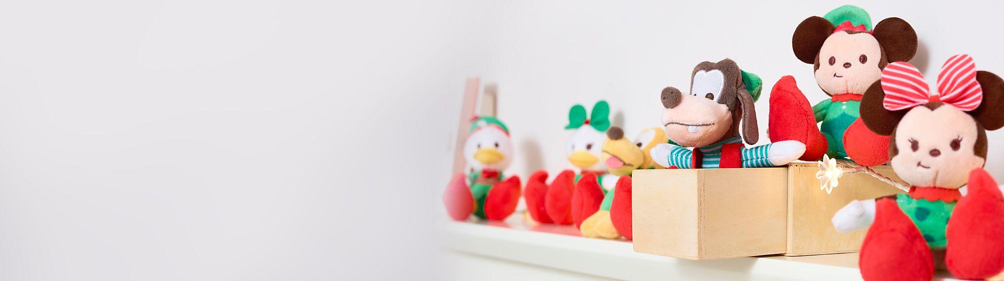 Tiny Big Feet Weihnachtselfen Erhältlich ab 9. November Micky und seine Freunde bereiten sich mit unseren Kuscheltieren auf Weihnachten vor