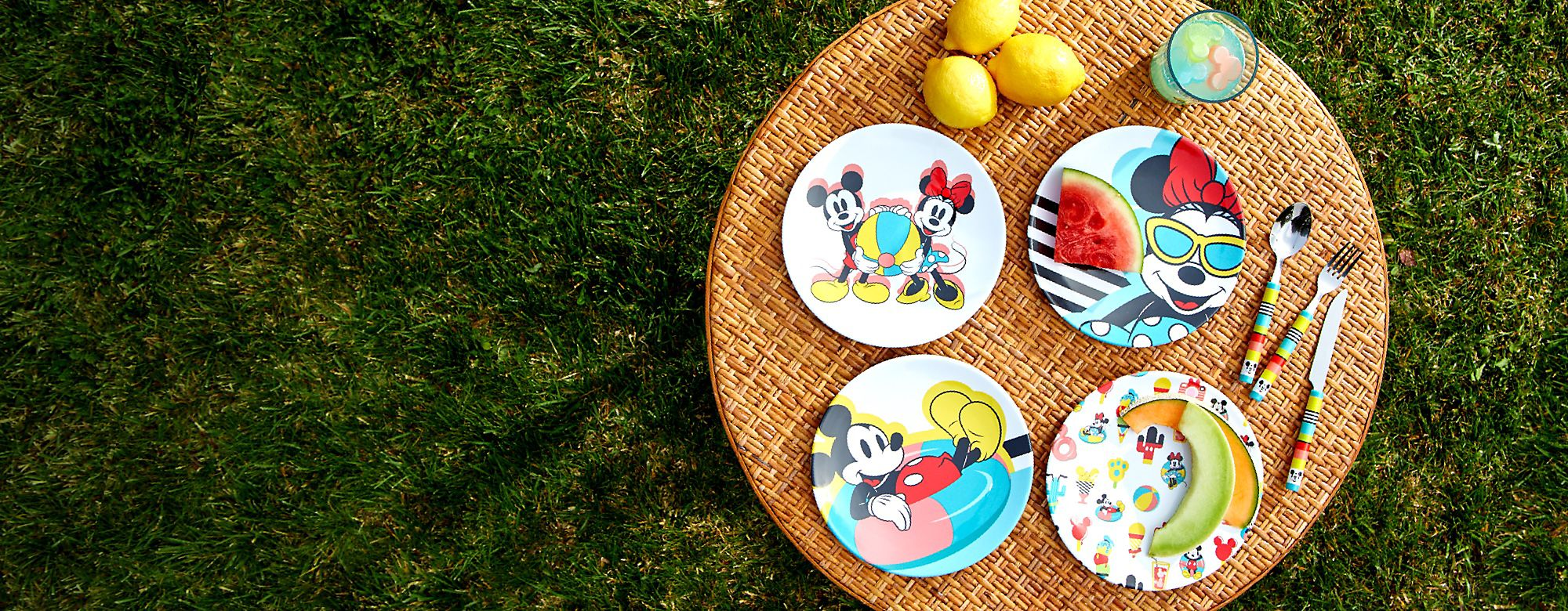 Disney Eats Pour devenir un grand chef cuisinier comme Rémy, enfilez votre tablier et préparez de bons plats avec les ustensiles Disney Eats. DÉCOUVRIR