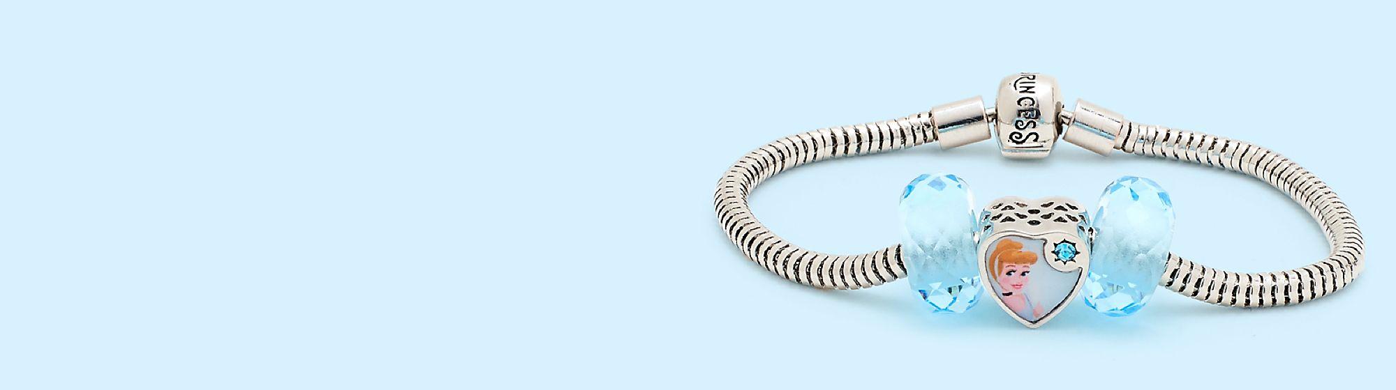 Collection Disney Princess Charm Cendrillon Bibbidi-Bobbidi-Boo ! Nous vous proposons une collection de perles délicates. Sortie le 29 juin