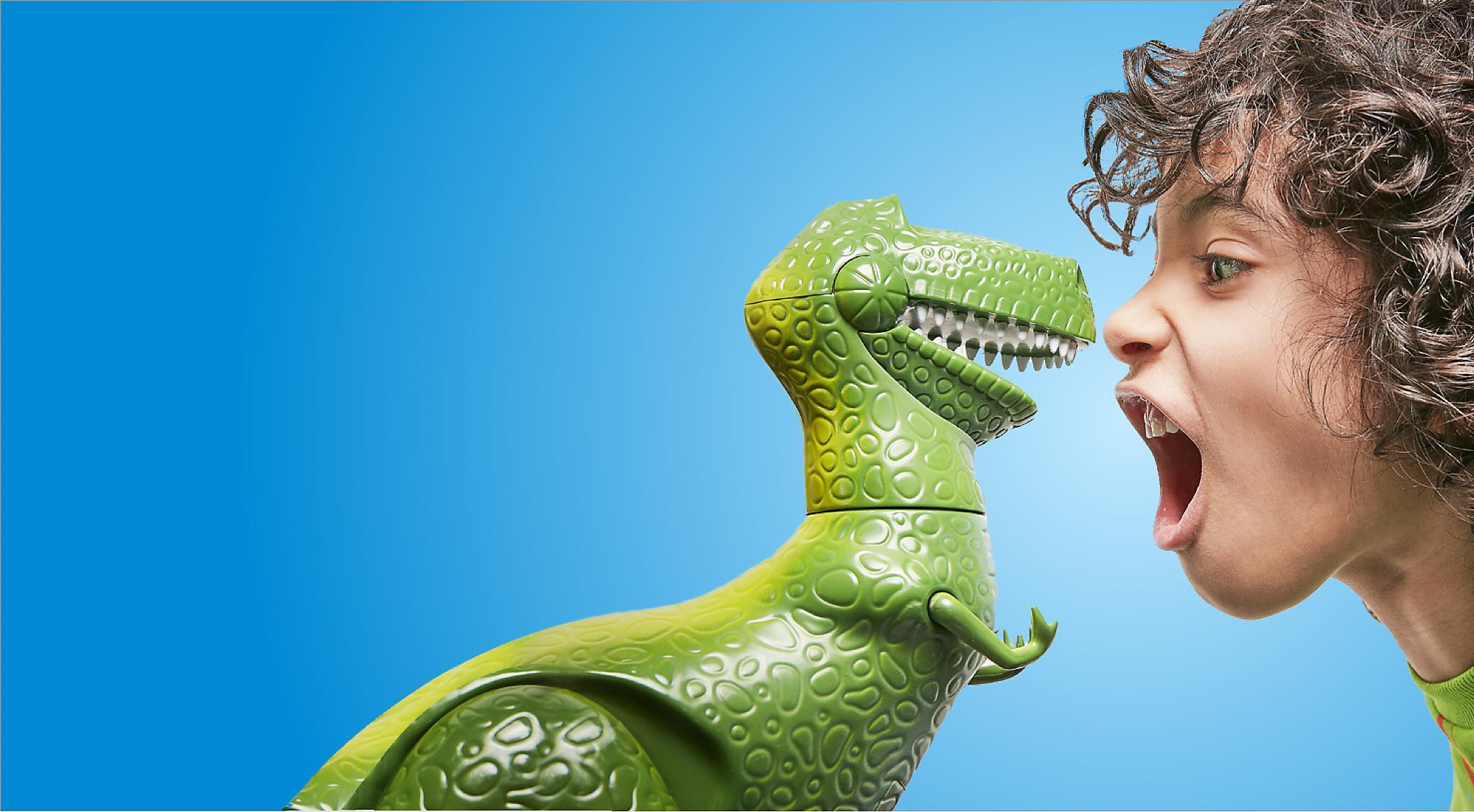 La tienda online oficial de Disney Store y mucho más Sabemos que un regalo Disney es especial, nuestras colecciones de productos han sido cuidadosa y especialmente diseñadas con ese extra de polvo de hadas para llevarte a casa la magia y aventura de nuestras historias.