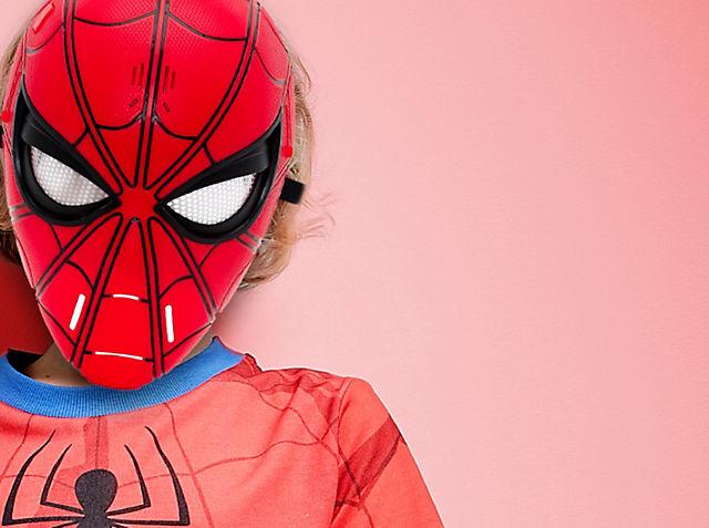Tauche mit unseren brandneuen Spielsachen, Kleidungsstücken und vielem mehr ein in die Welt der Superhelden Wird am 28. Mai veröffentlicht