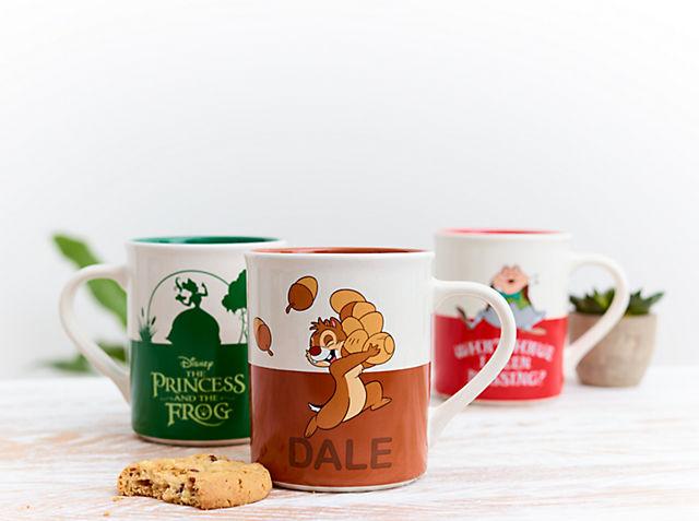 Il tè è divertimento Celebra l'anniversario dei tuoi film Disney preferiti con le nostre tazze ACQUISTA ORA