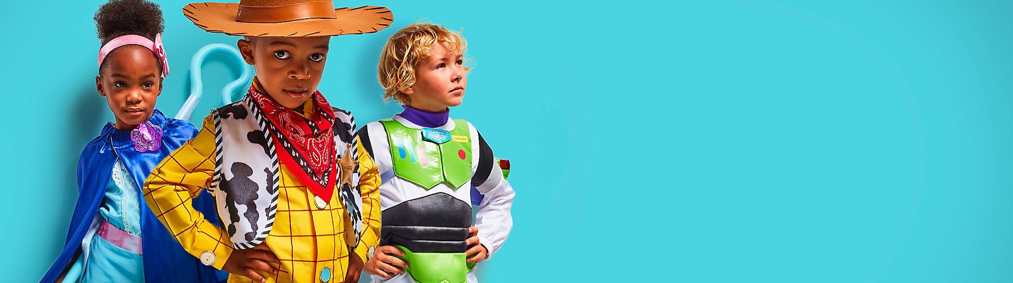 Catégories L'univers Disney s'invite chez vous avec les produits dont vous rêvez : des jouets aux pièces de collection exclusives en passant par les vêtements, les produits pour la maison et plus encore !