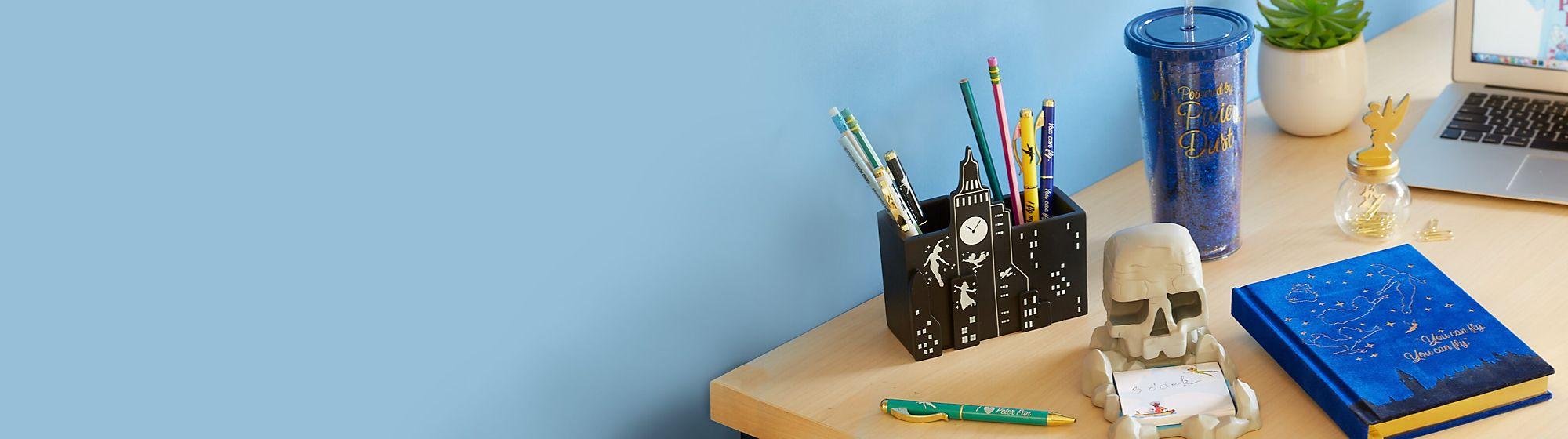 Die Must-Haves für jeden Schreibtisch Dekoriere dein Studierzimmer mit lustigen Charakter-Accessoires.