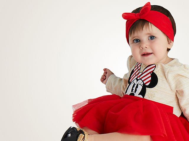 Bébé Trouvez le cadeau idéal pour l'arrivée de bébé, parmi les tenues et jouets à l'effigie de Bambi, Dumbo ou encore Winnie l'Ourson. VOIR LA COLLECTION