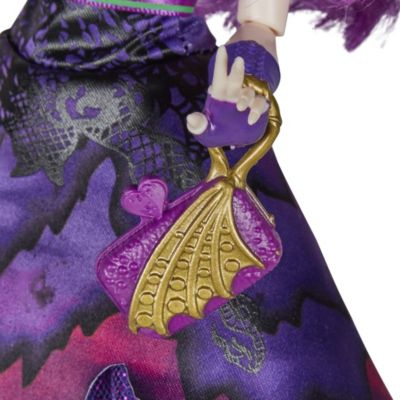 Muñeca de Mal en el baile en el yate real