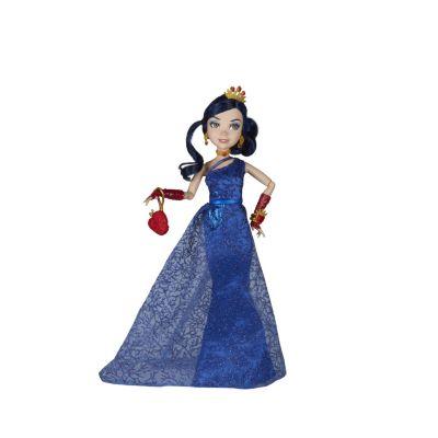 Muñeca de Evie en el baile en el yate real