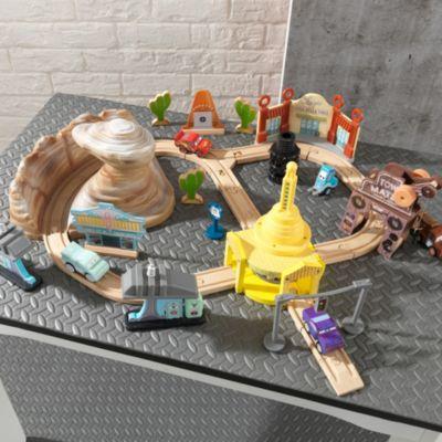 circuit en bois radiator springs disney pixar cars 3. Black Bedroom Furniture Sets. Home Design Ideas