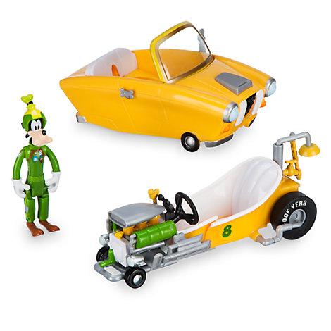 Dingo pilote de course et sa voiture convertible