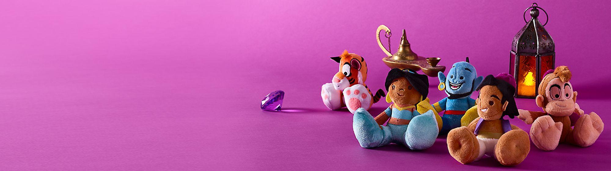 Peluches Tiny Big Feet Découvrez nos nouvelles peluches à collectionner pour de grandes mini aventures ! DÉCOUVRIR