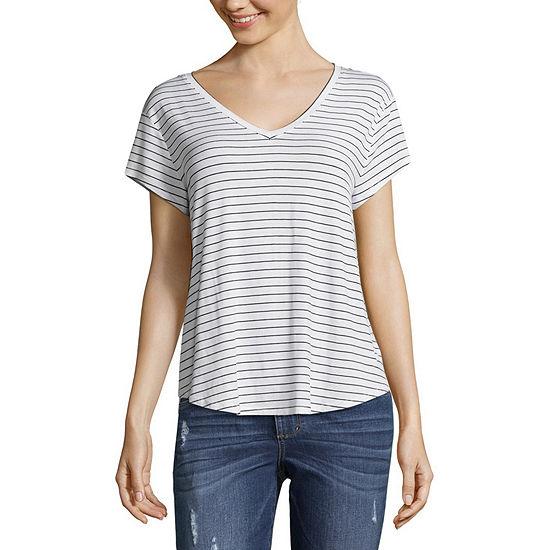 Arizona Juniors-V Neck Short Sleeve T-Shirt