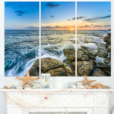 Designart Rocky Coogee Beach In Sydney Large Seashore Triptych Canvas Print
