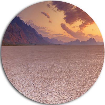 Designart Cracked Earth in Alvord Desert LandscapeCircle Metal Wall Art