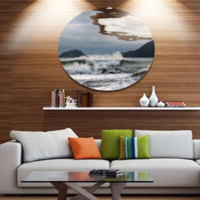 Designart Waves in Lerici Beach Italy Disc Seascape Metal Circle Wall Art