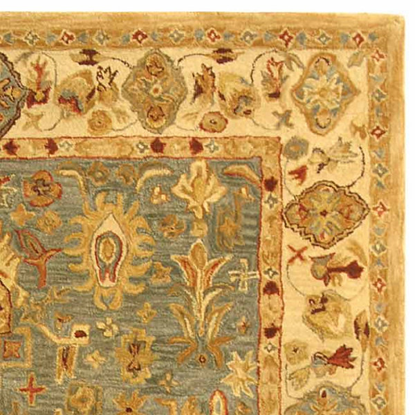 Safavieh Ulric Traditional Area Rug