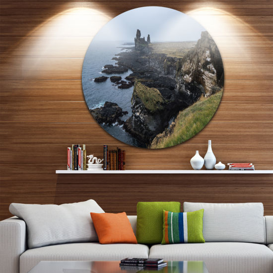 Designart Rocky and Scenic Iceland Beach LandscapeRound Circle Metal Wall Art