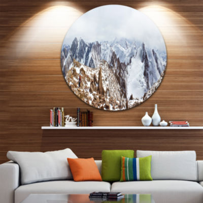 Designart Climbers on the Mountain Top Landscape Round Circle Metal Wall Art