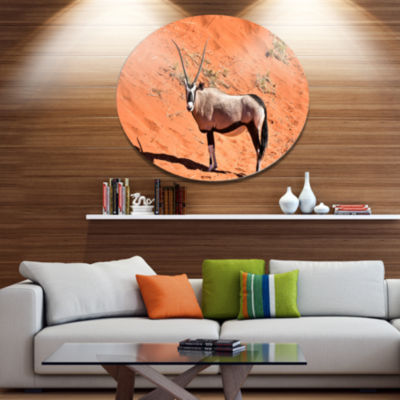 Designart Large Oryx in Bright Namib DesertAnimalMetal Circle Wall Art