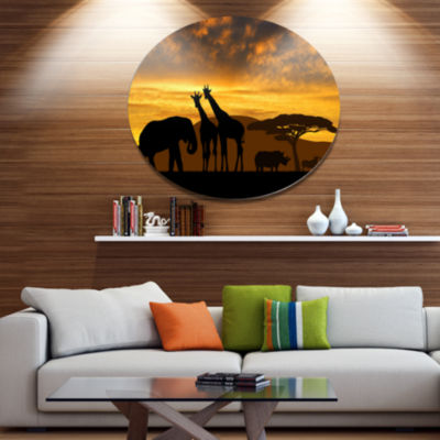 Designart Giraffes and Elephant and RhinoAfricanMetal Circle Wall Art