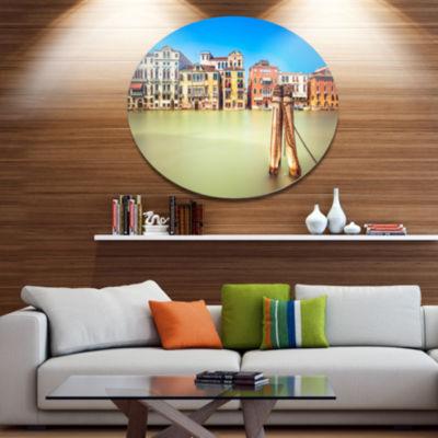 Designart Traditional Buildings of Venice Disc Landscape Metal Circle Wall Art
