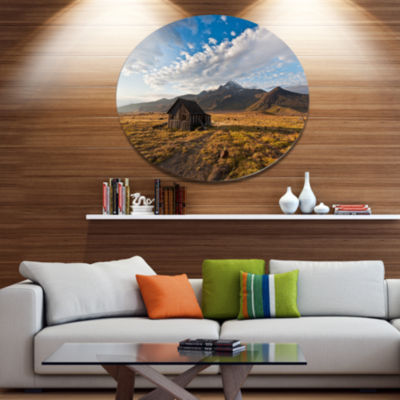 Designart Old House on Kamchatka Island Disc Landscape Metal Circle Wall Art
