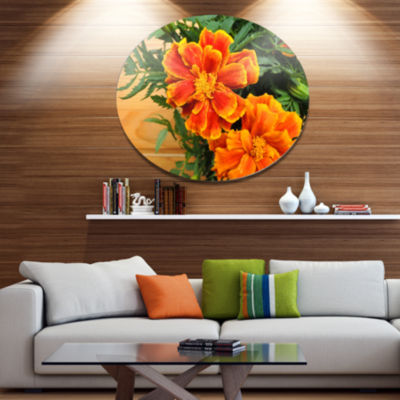 Designart Marigold Flower on Wooden Background Disc Floral Metal Circle Wall Art