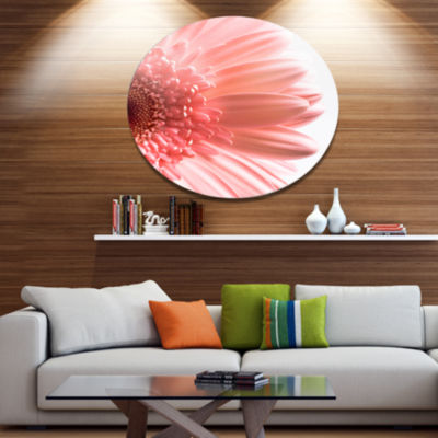 Designart Large Pink Daisy Flower Petals Disc Floral Metal Circle Wall Art