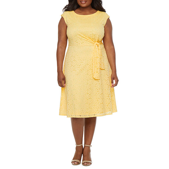 Ronni Nicole-Plus Sleeveless Floral Lace Fit & Flare Dress