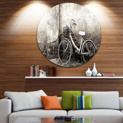 Designart Old Bicycle and Cracked Wall PhotographyCircle Metal Wall Art